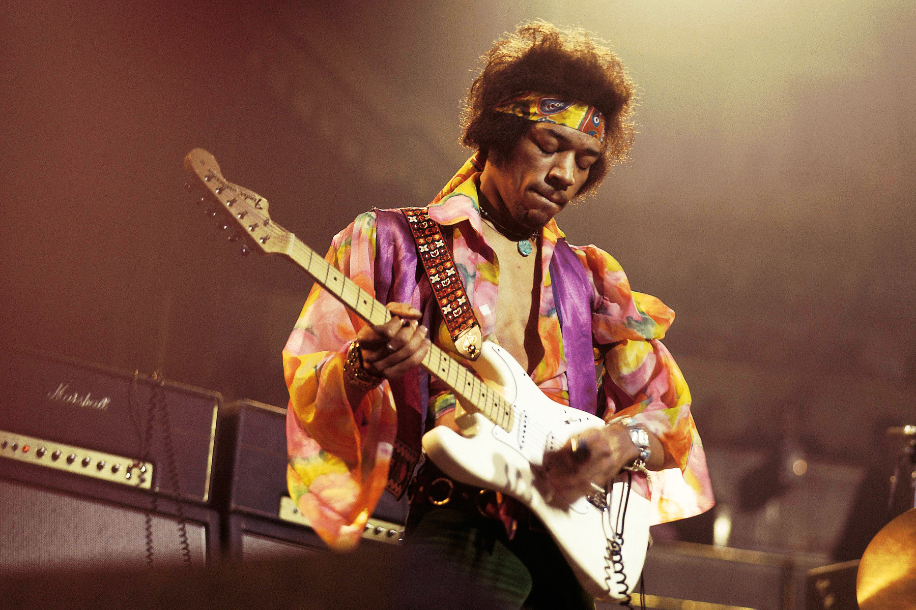 jimi-hendrix-performing-in-1969.jpg